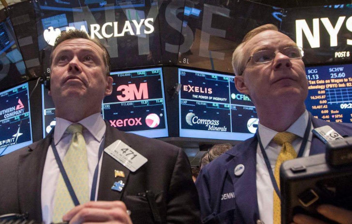 Wall Street cierra en baja, Apple se hunde tras fallo judicial sobre App Store