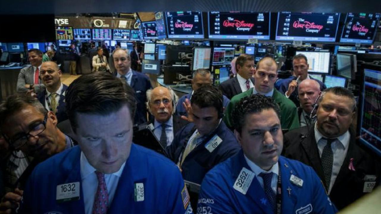 Wall Street cierra semana de altibajos con una fuerte caída