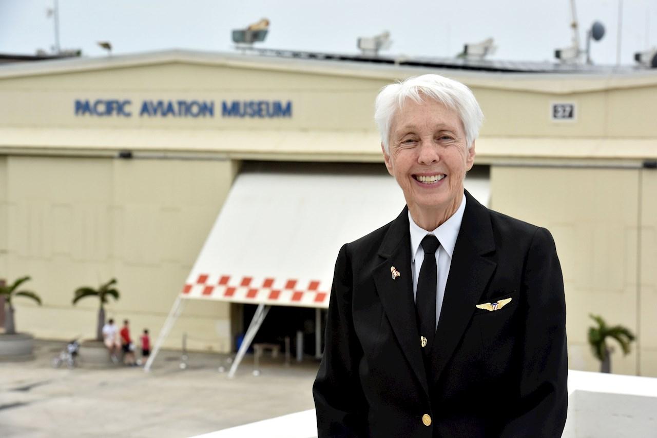 Piloto pionera de 82 años irá al espacio con Jeff Bezos