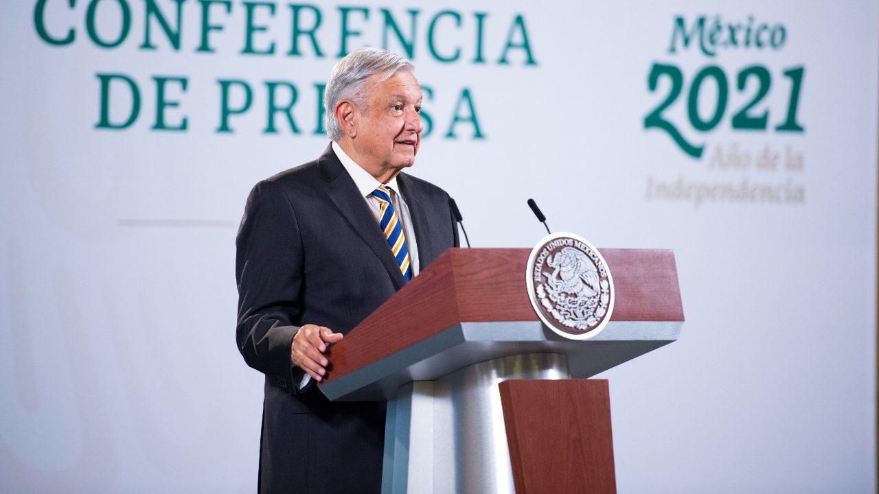 AMLO festeja triunfo del izquierdista Pedro Castillo en elecciones de Perú