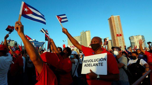 Protestas en Cuba a favor de la revolución y contra el embargo. Foto: EFE.