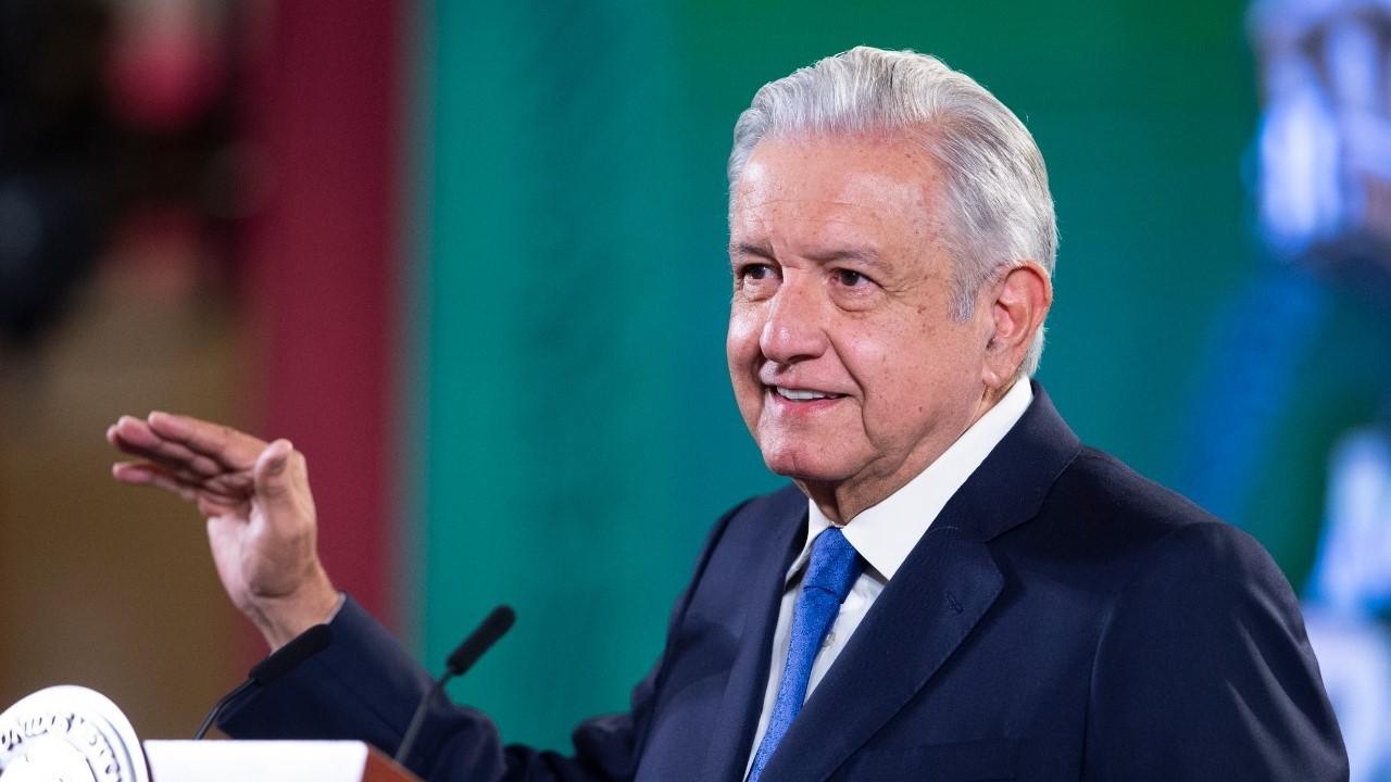 AMLO califica de politiquería las sanciones del INE por influencers
