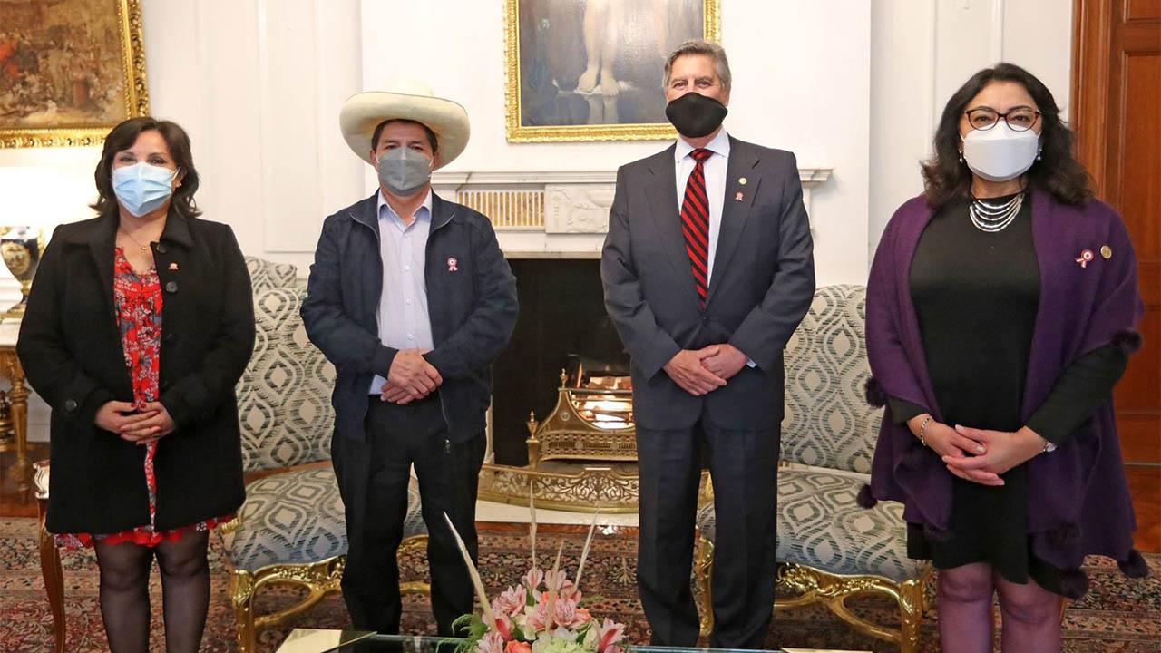 Presidente de Perú viajará a México y EU para reuniones multilaterales