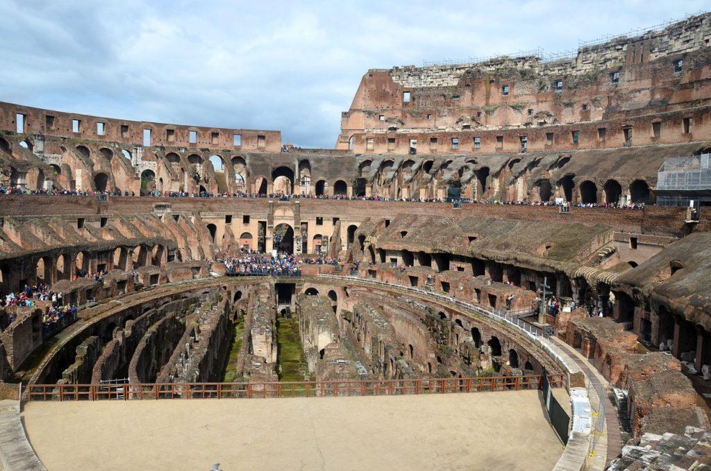 Coliseo romano turistas