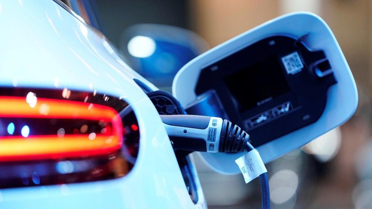 Daimler fabricará sólo vehículos eléctricos a partir de 2025; invertirá 47,000 mdd