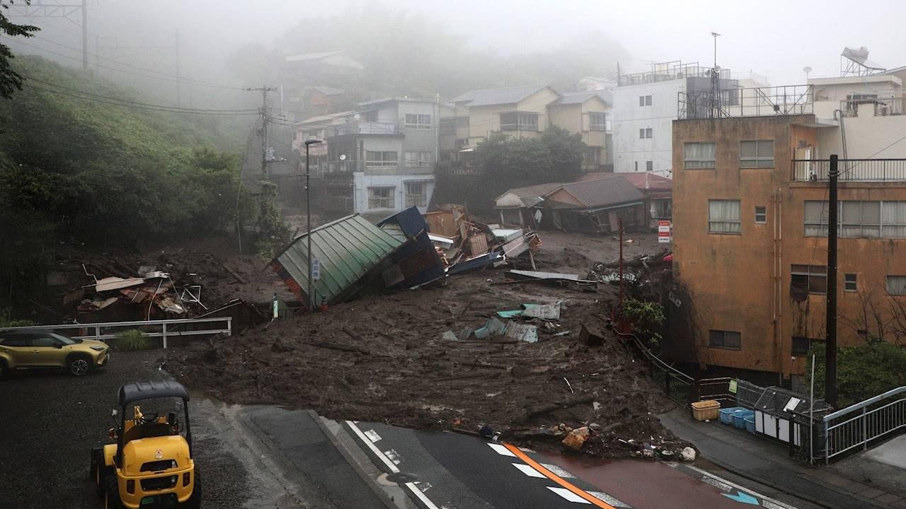 Avalancha de lodo deja 2 muertos y 20 desaparecidos en Japón