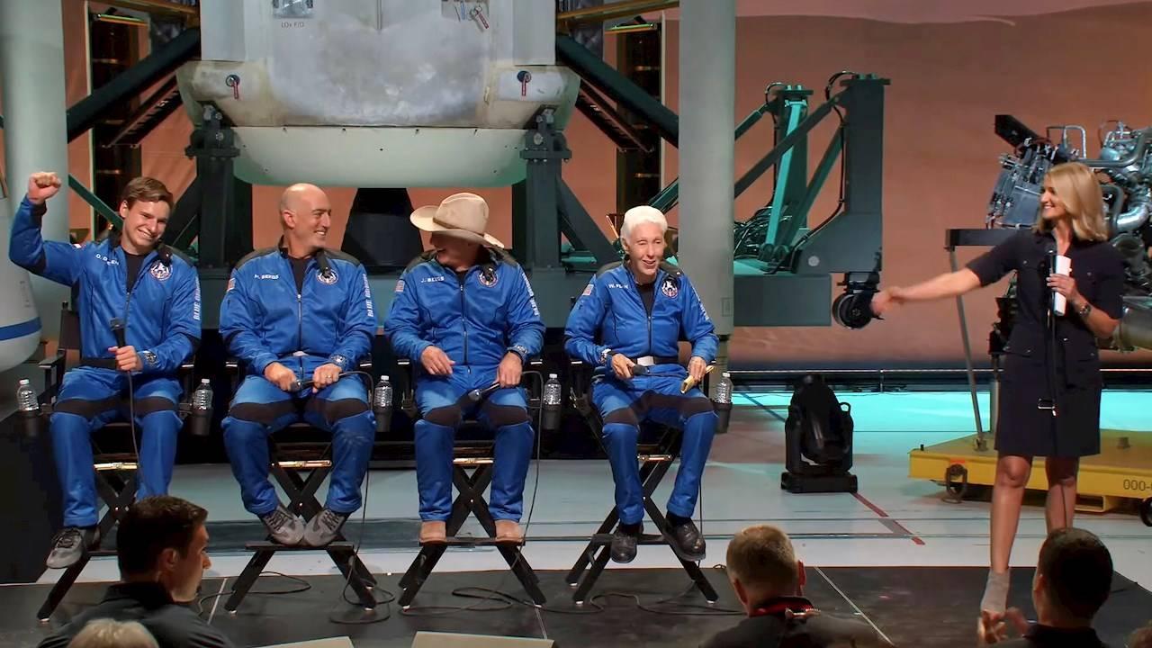 Así disfrutaron Jeff Bezos y sus acompañantes la gravedad cero en el espacio