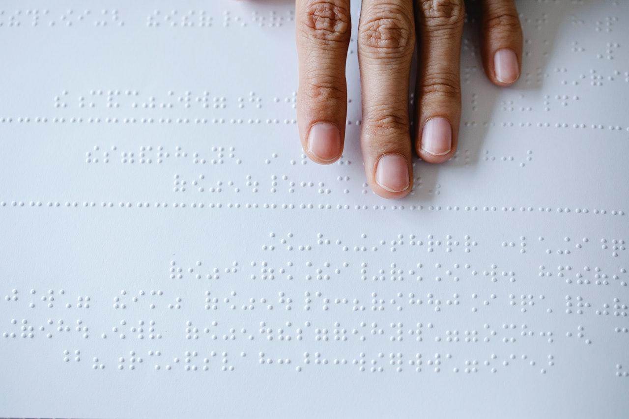 Estudiantes del Tec de Monterrey crean dispositivo para traducir el lenguaje braille a sonido