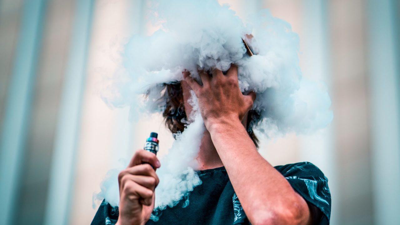 Atraen a jóvenes al tabaco a través de cigarrillos electrónicos: OMS