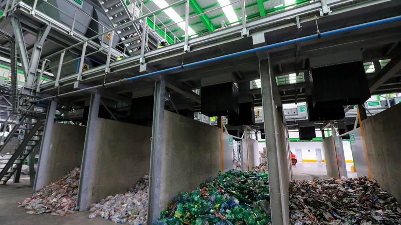 CDMX inaugura planta de separación de basura en Vallejo; su operación generará ahorros anuales por 88.97 mdp