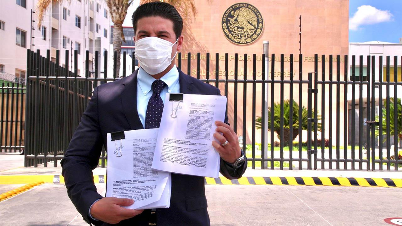 Samuel García impugna multa del INE; señala que 'cosifica' a su esposa Mariana Rodríguez