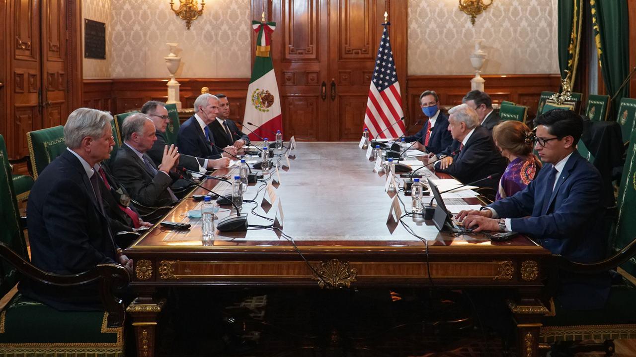 México pide a senadores de EU apoyo para reabrir la frontera
