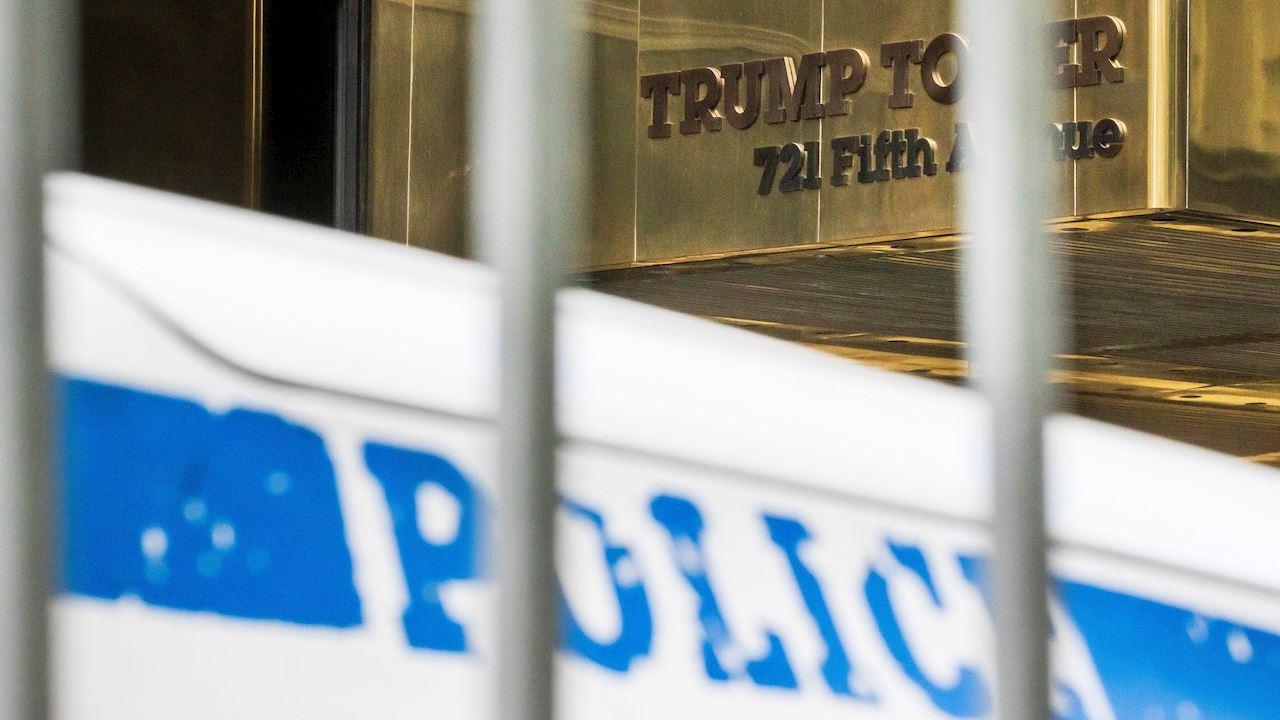Jefe financiero de Trump se entrega a las autoridades previo a cargos formales