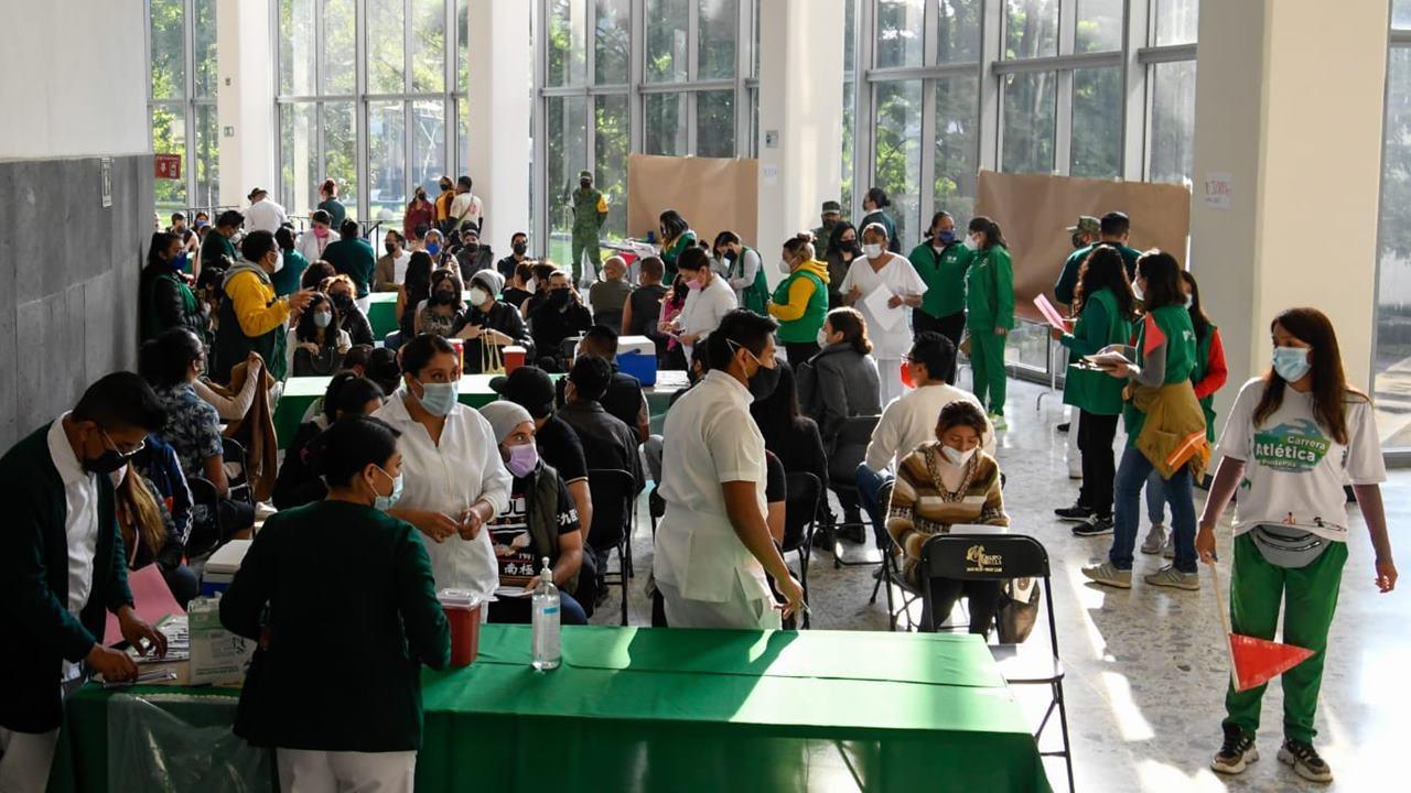 Alta demanda de jóvenes agota vacunas Sputnik en Ciudad de México