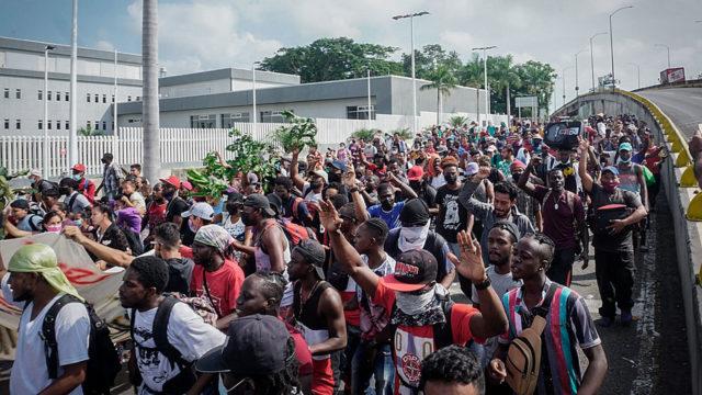 Una caravana de migrantes sale desde el sur de México en dirección a EE.UU.