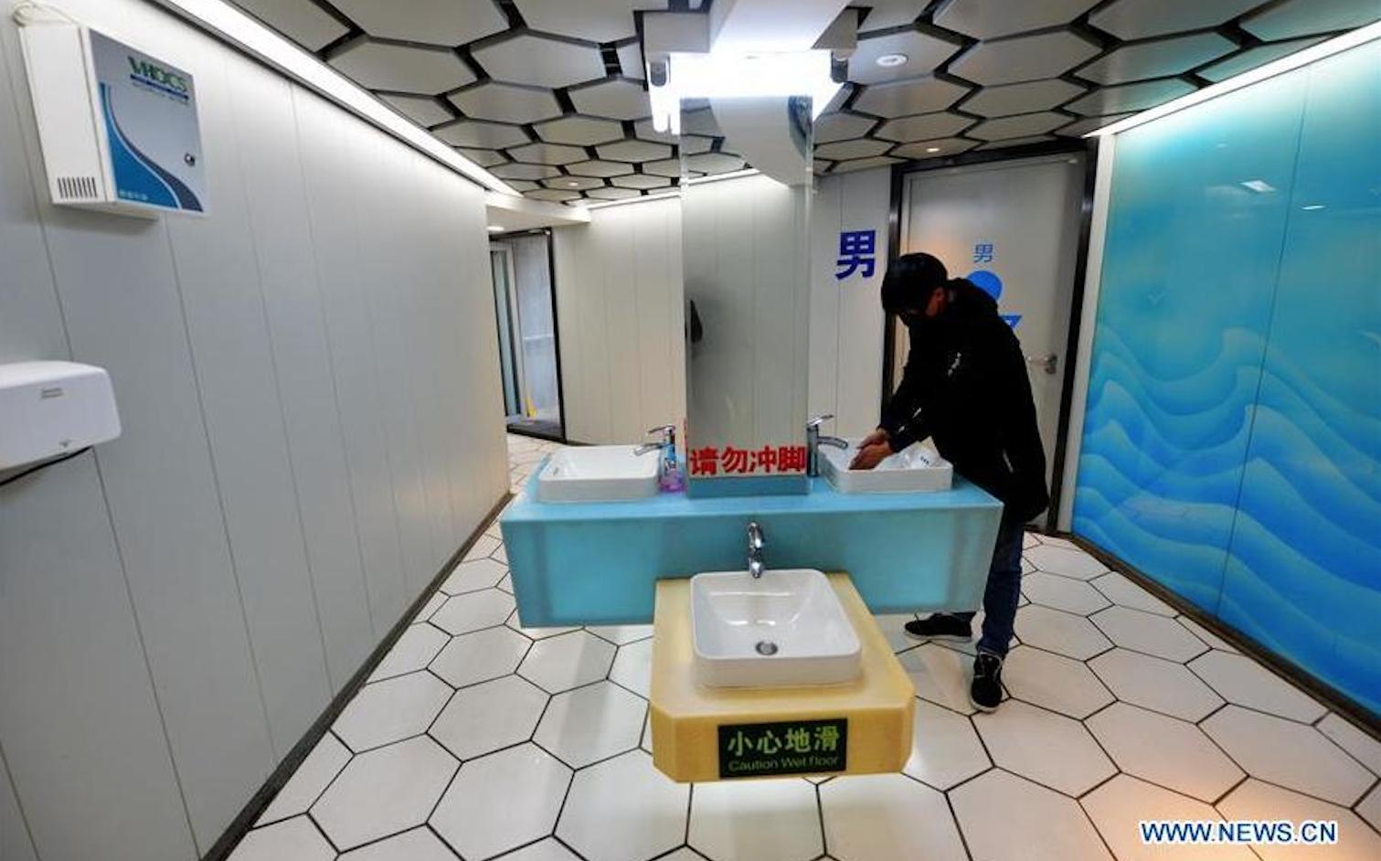 China se sensibiliza y promueve la 'revolución de los baños' en zonas rurales