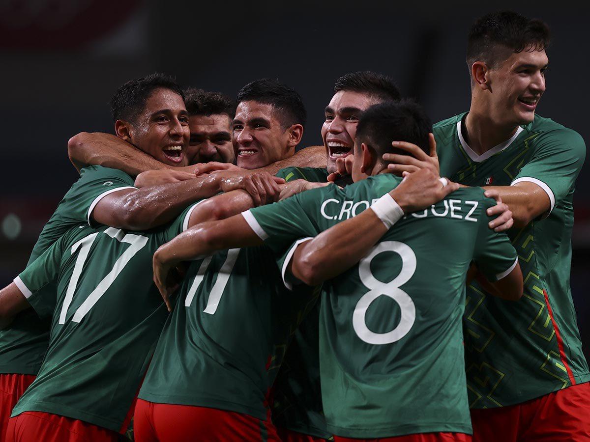 México vence 3-1 a Japón y se queda con el bronce en el fútbol masculino