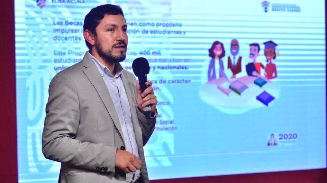 Diego Hernández era coordinador de las Becas Elisa Acuña de la SEP. Foto: Presidencia.