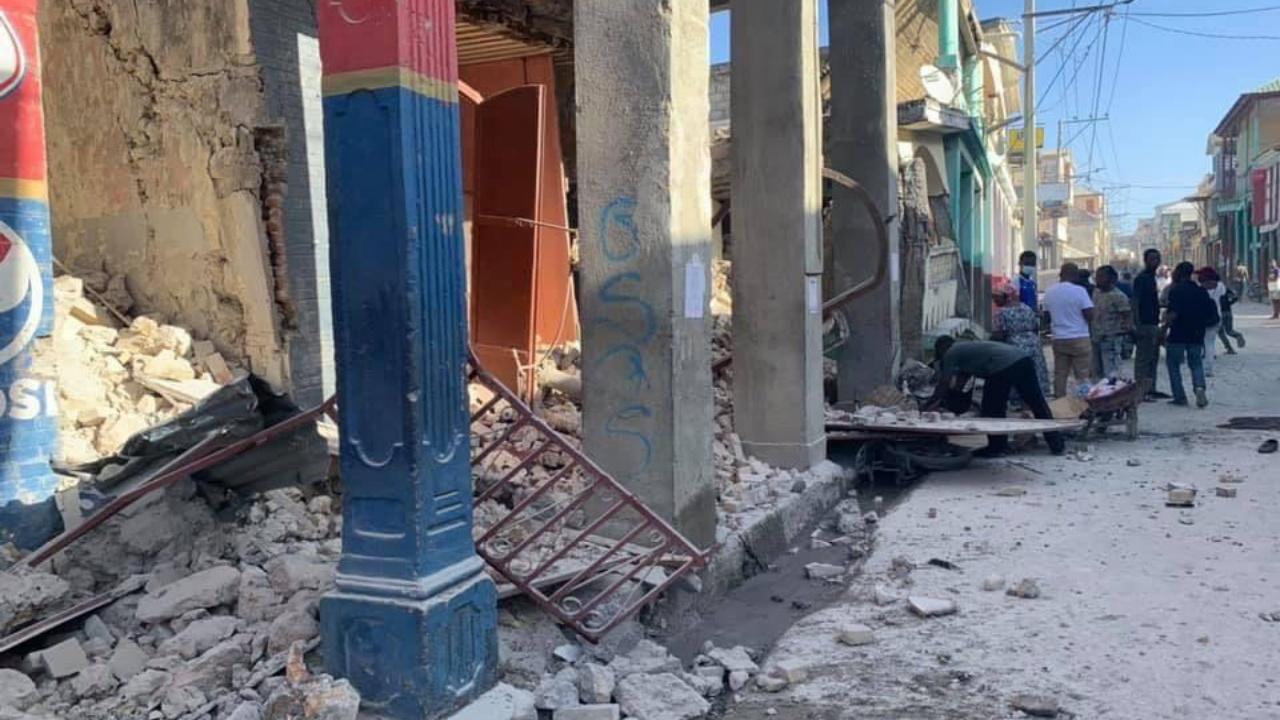 Terremoto en Haití deja al menos 300 muertos
