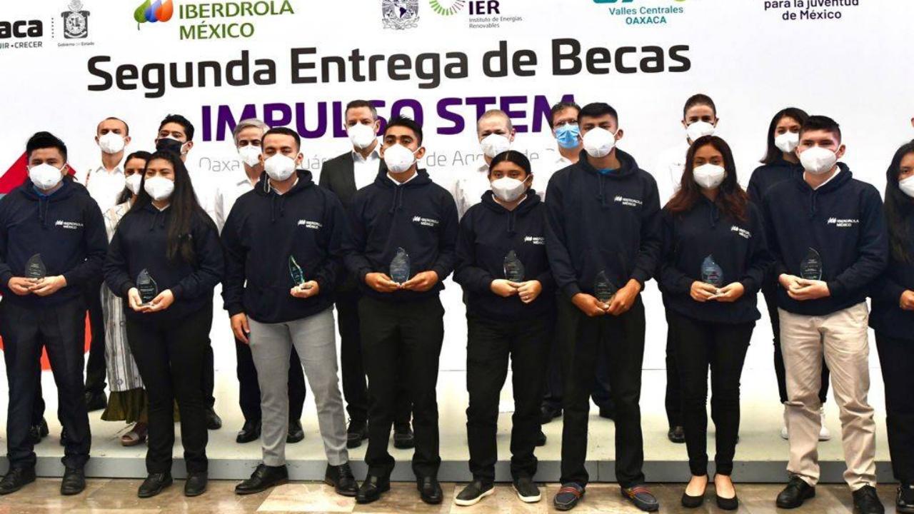 Iberdrola México entrega becas a estudiantes de ingeniería en Oaxaca