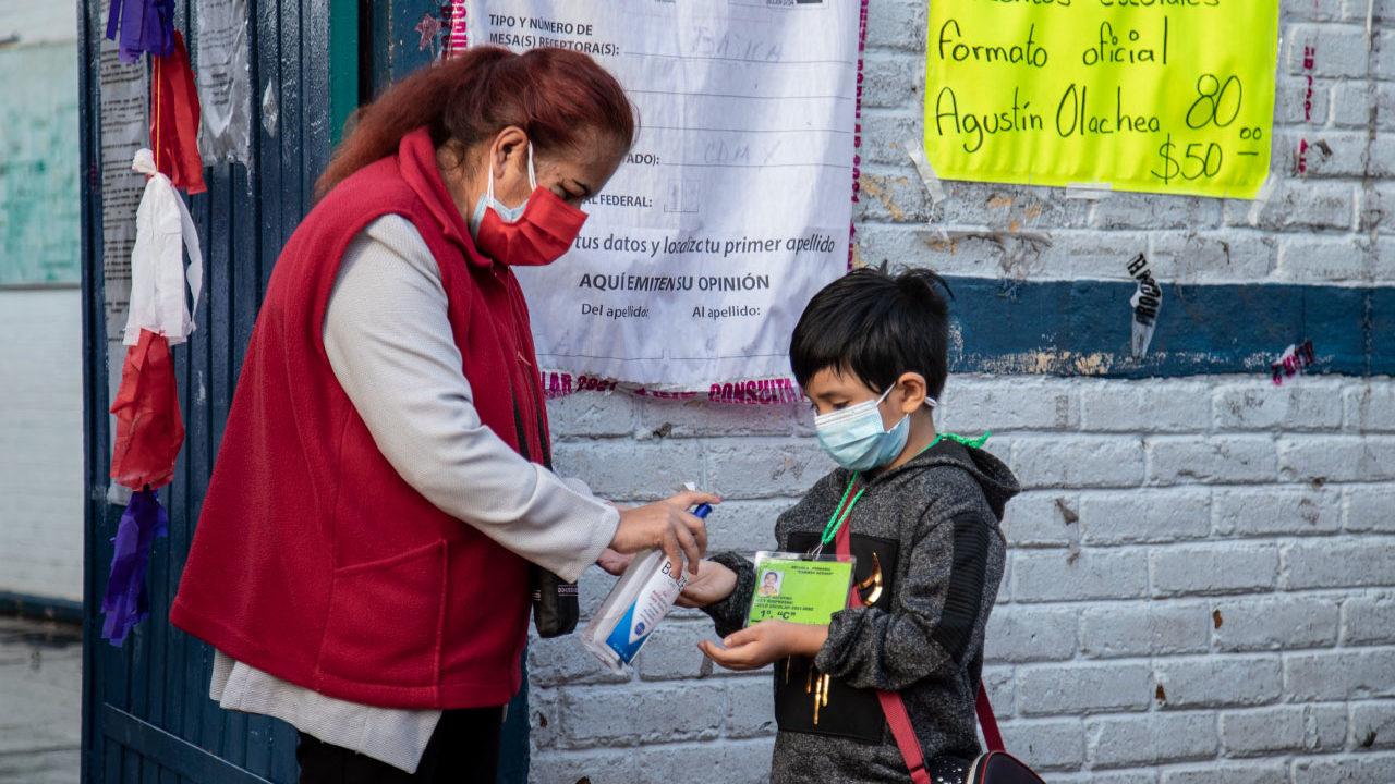Apertura de escuelas no ha incrementado contagios, dice López-Gatell; detectan casos en 88 planteles