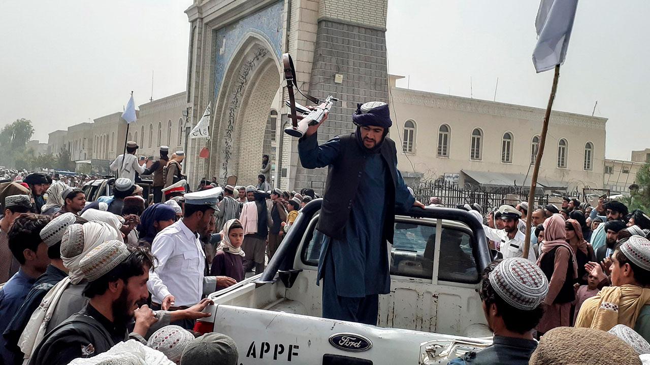 Talibanes piden ayuda a China ante masiva crisis humanitaria en Afganistán