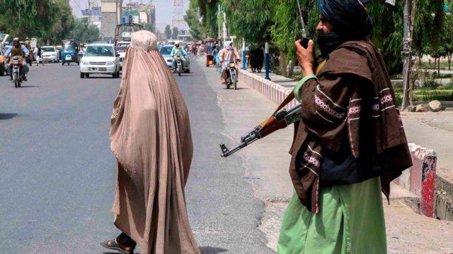 Mujeres en Afganistán ministerio de la mujer
