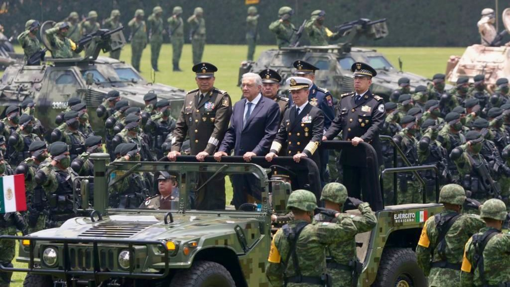 Carecen de lógica acusaciones de militarización del país: AMLO