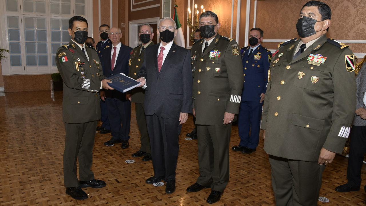 Entrega SCT título de concesión a militares para operación del AIFA