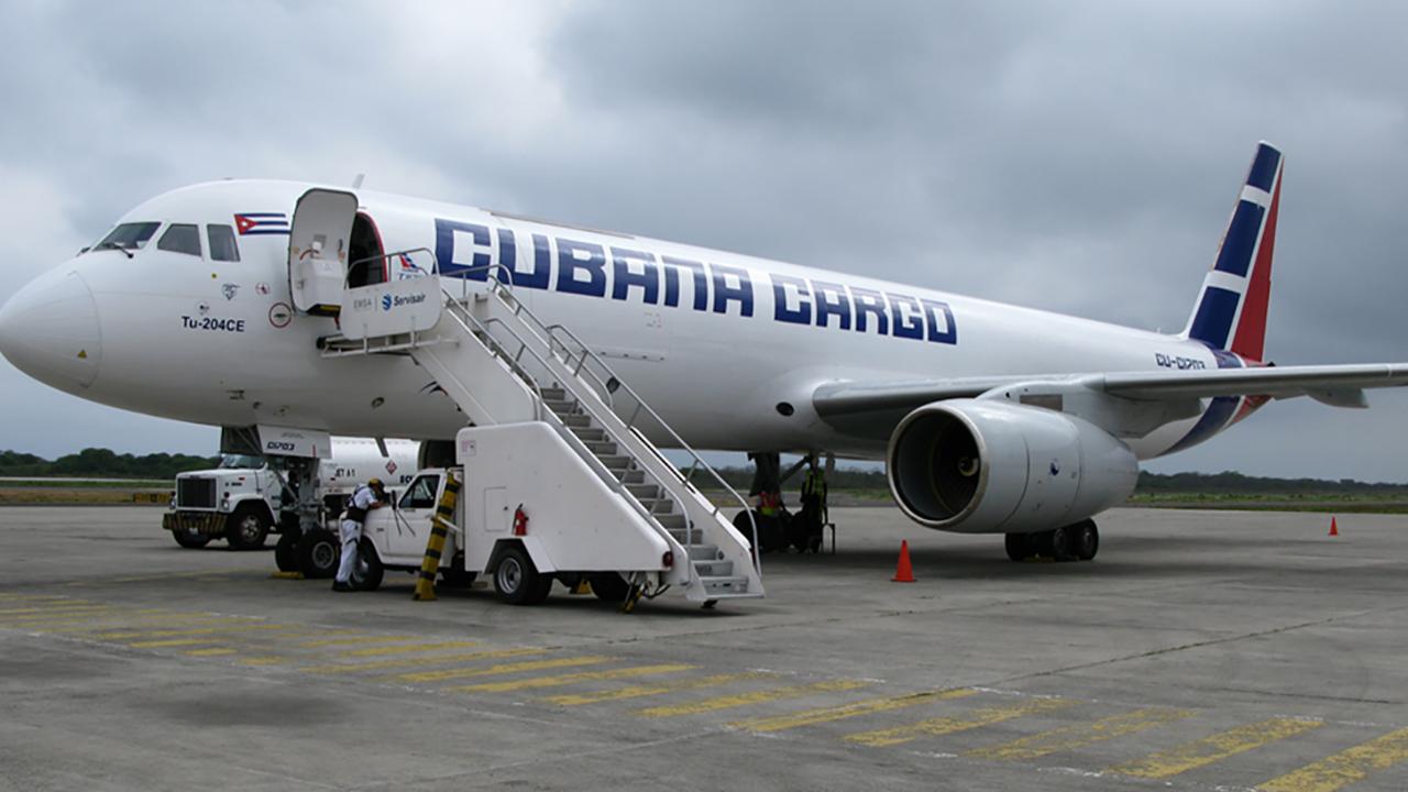 Cuba afirma que veto de IATA a su aerolínea es por el embargo de EU