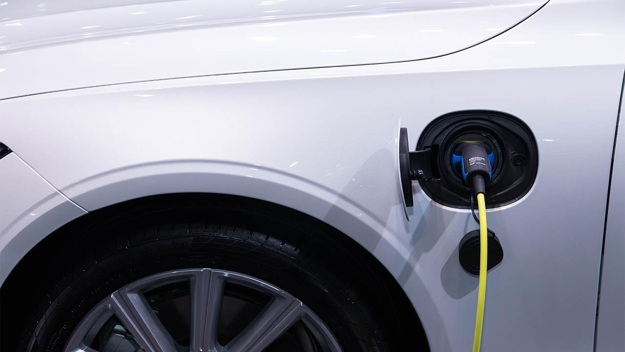 Automotrices de EU aspiran a que 50% de sus ventas sean de vehículos eléctricos para 2030