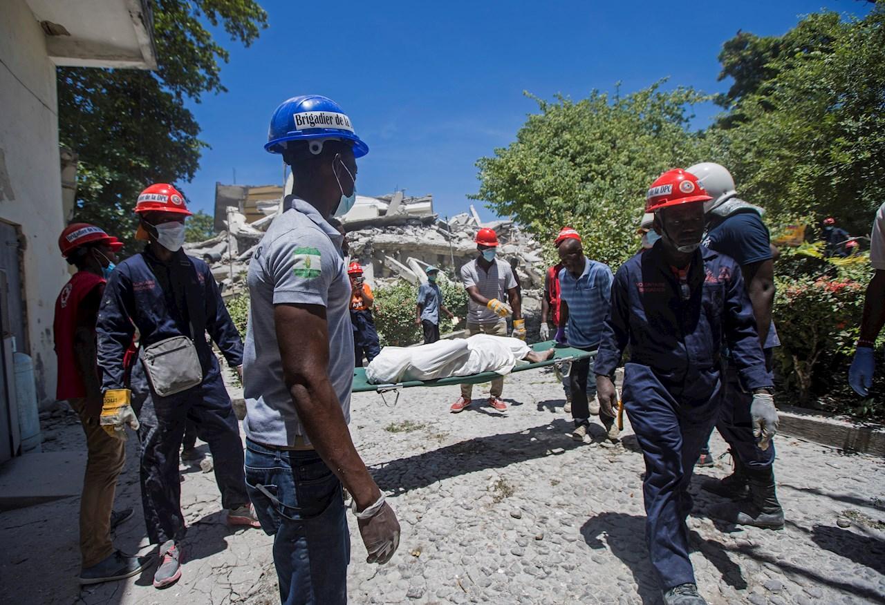 EU envía equipo de rescate a Haití, que suma 724 muertos por terremoto