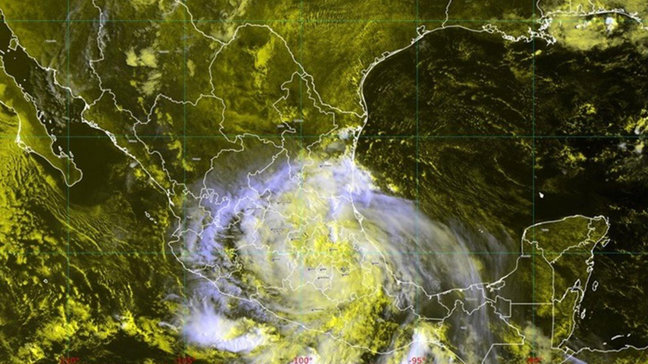 Grace se debilita a tormenta tropical; aún provoca lluvias intensas en 16 estados