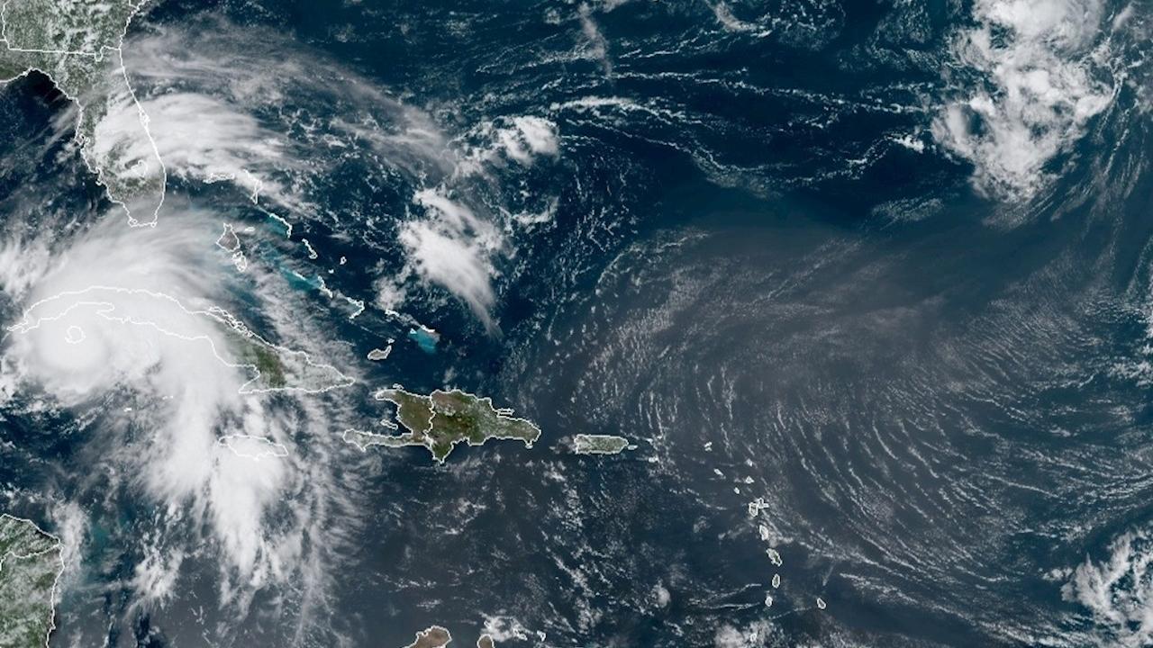 El huracán Ida toca tierra en EU con vientos de 240 km/h