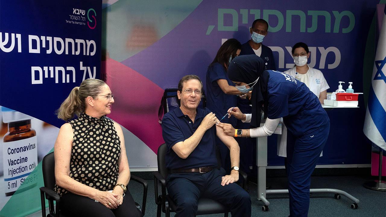 Israel arranca aplicación de tercera dosis de vacuna contra Covid-19 a mayores de 60 años
