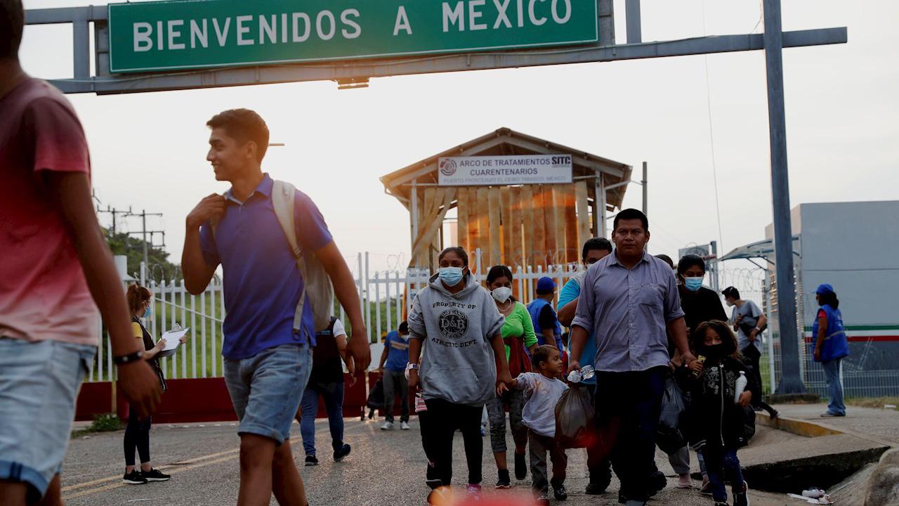 SRE discutirá con EU orden para continuar política de 'Permanecer en México'