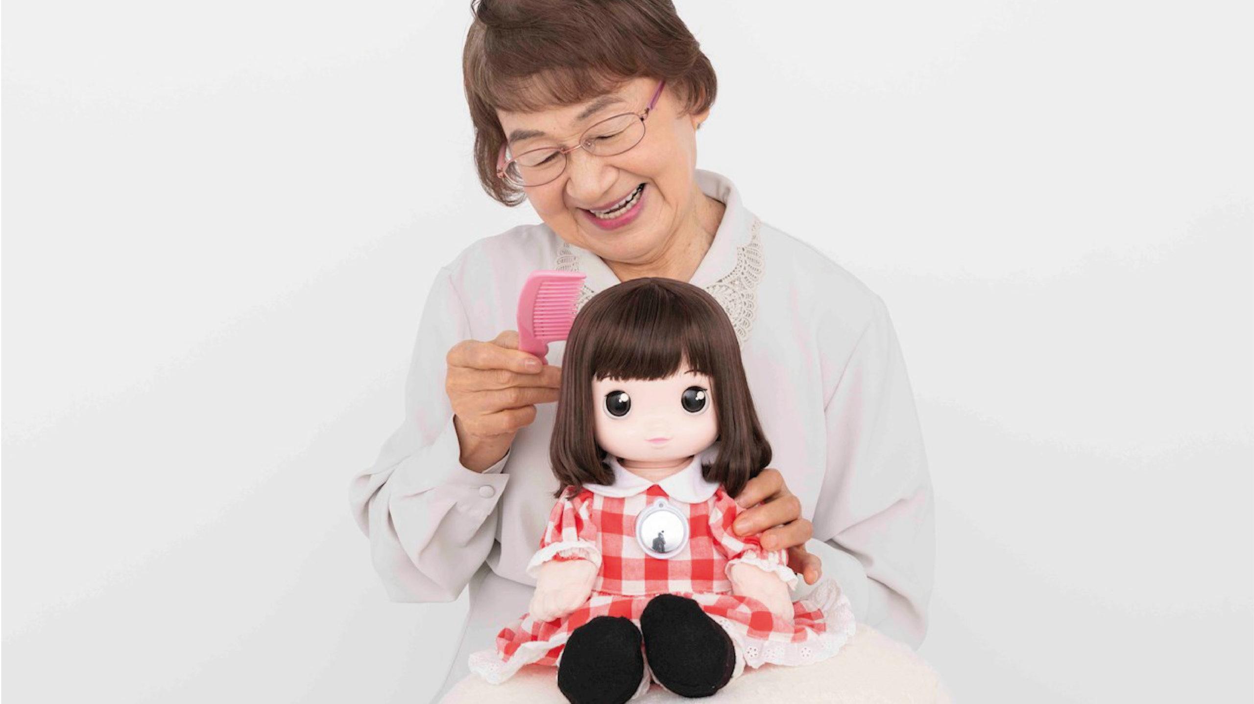 Desarrollan muñeca con IA que promete aliviar efectos del aislamiento social