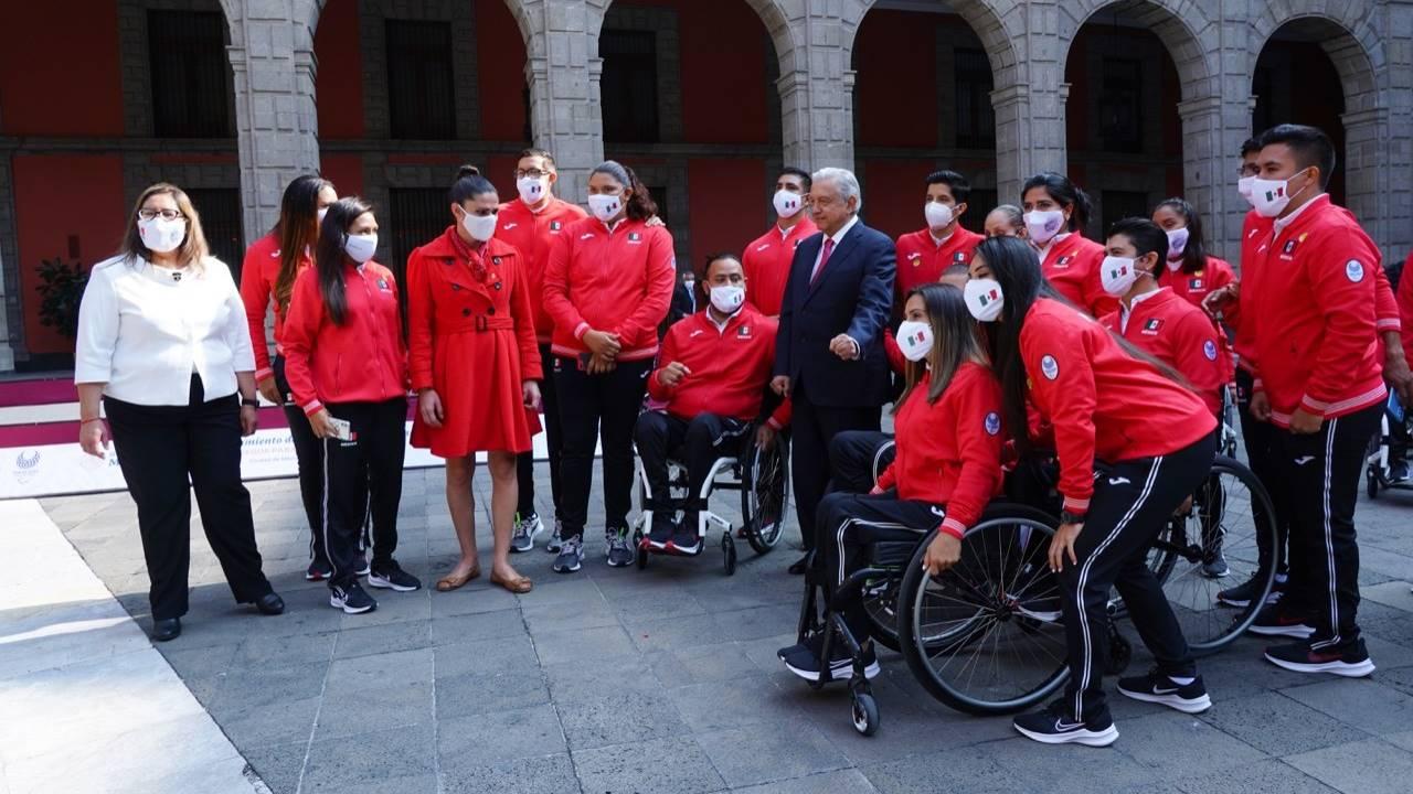 Atletas paralímpicos dan espaldarazo a Ana Guevara en Conade