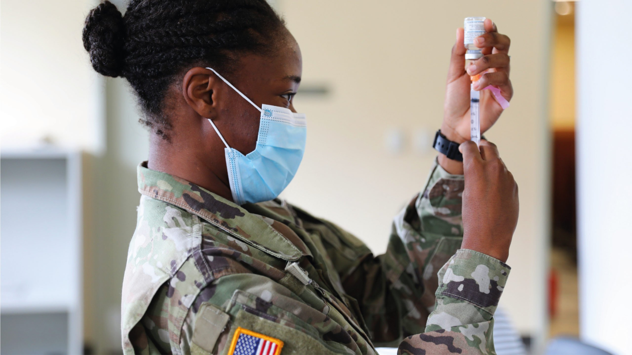 El Pentágono hace obligatoria la vacuna Pfizer tras aprobación de la FDA