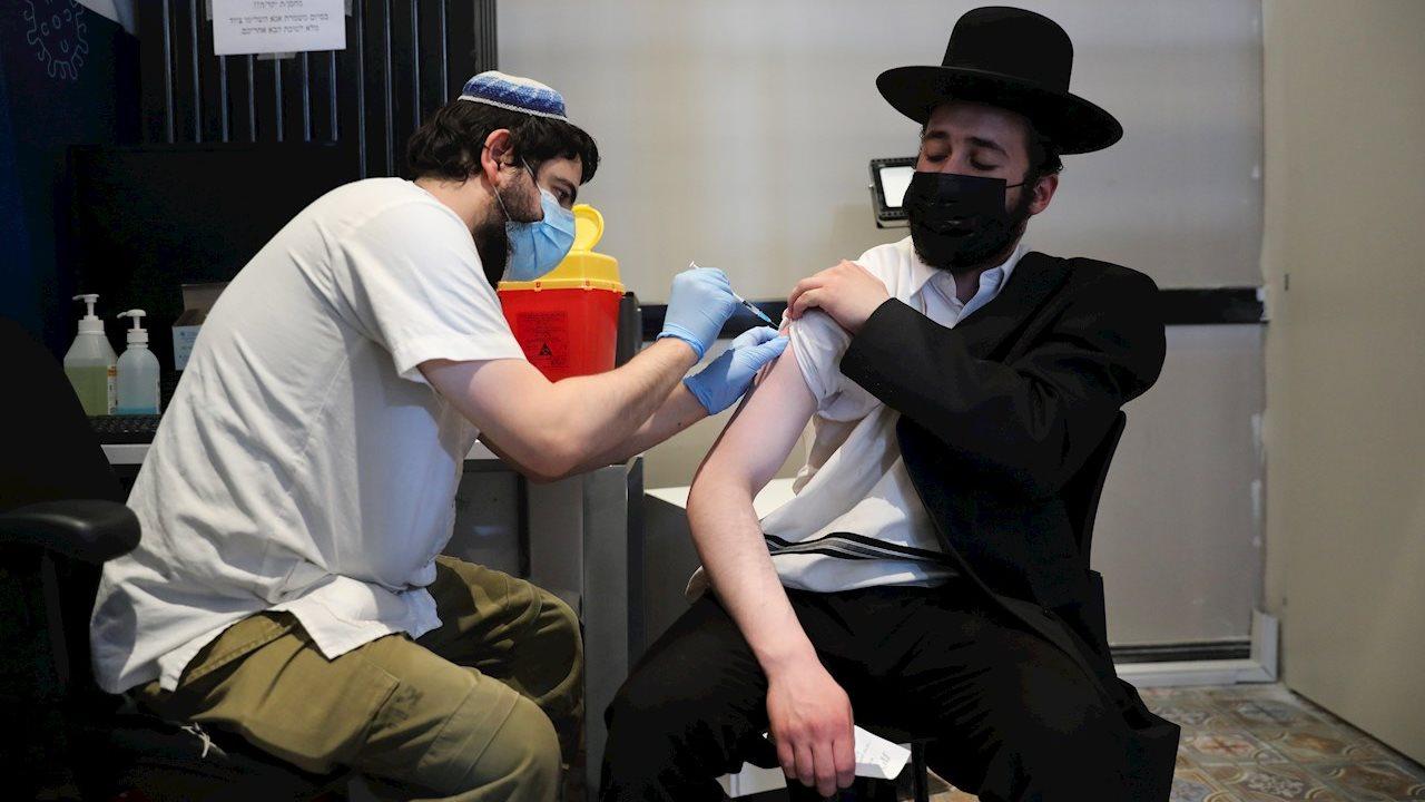 Israel registra nuevo récord de contagios de Covid-19 pese a vacunación