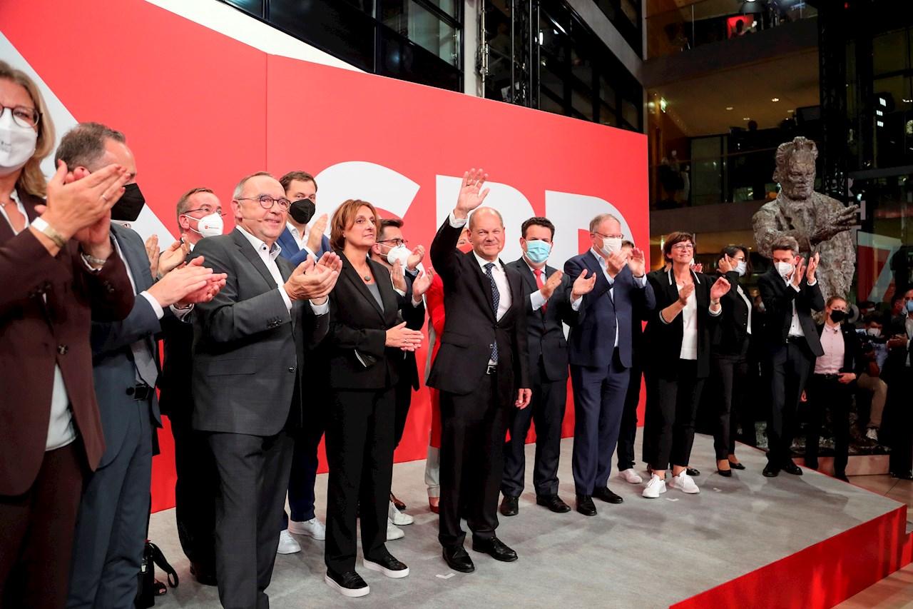 El socialdemócrata Olaf Scholz promete estabilidad en su camino a suceder a Merkel