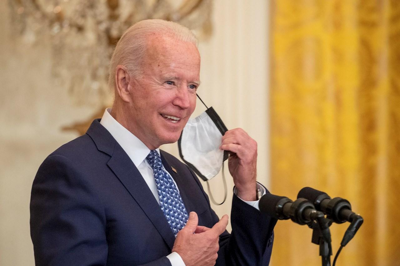Biden planea convocar a cumbre global para contener la pandemia