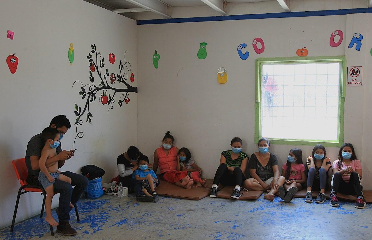 Activistas en Ciudad Juárez brindan ayuda a migrantes con Covid-19