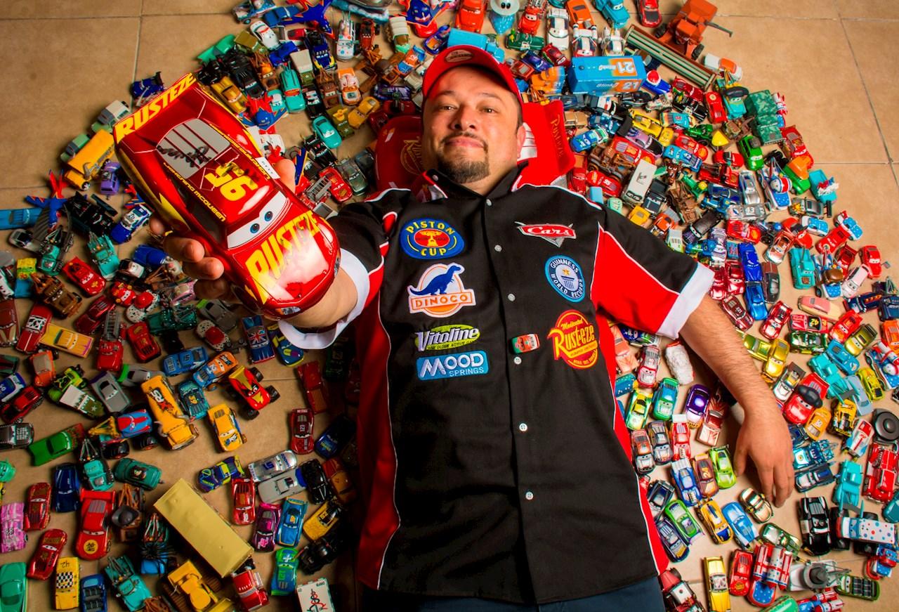 Mexicano logra récord Guinness con colección de  1,200 artículos de 'Cars'