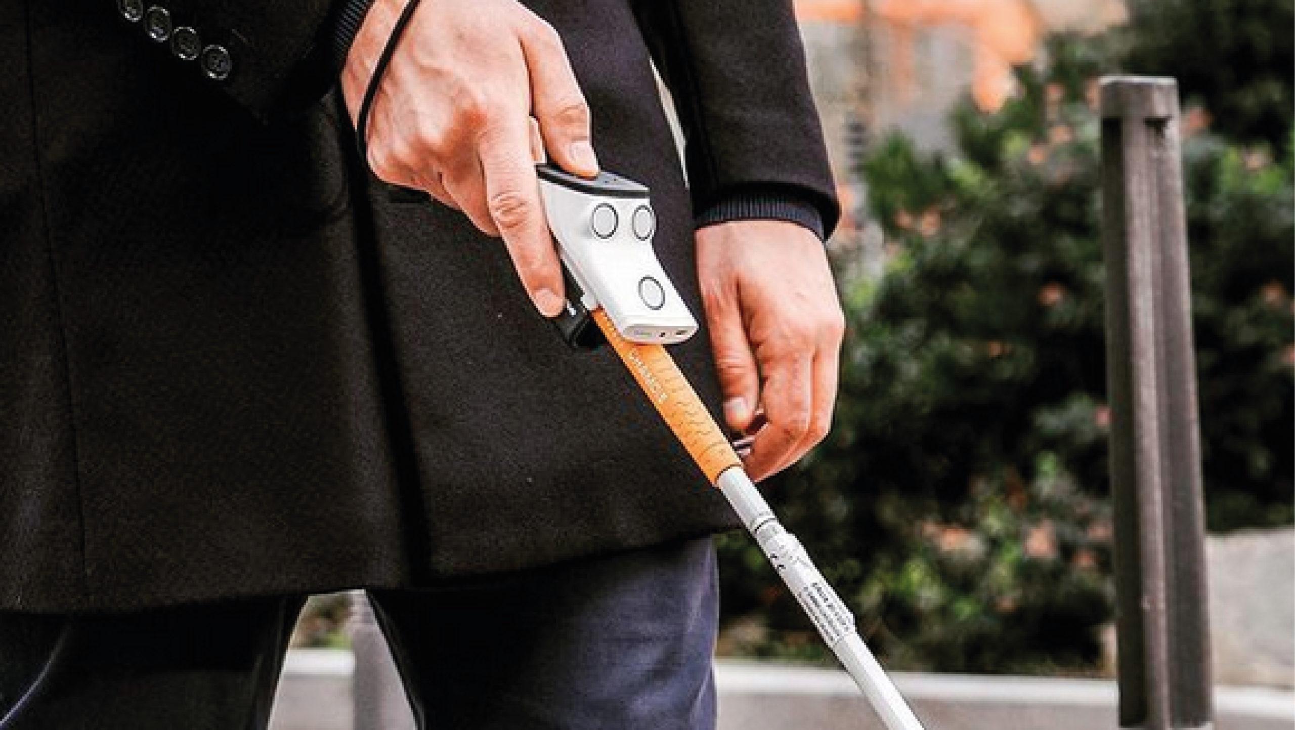 Este gadget ayuda a personas con discapacidad visual a cruzar la calle y evitar accidentes