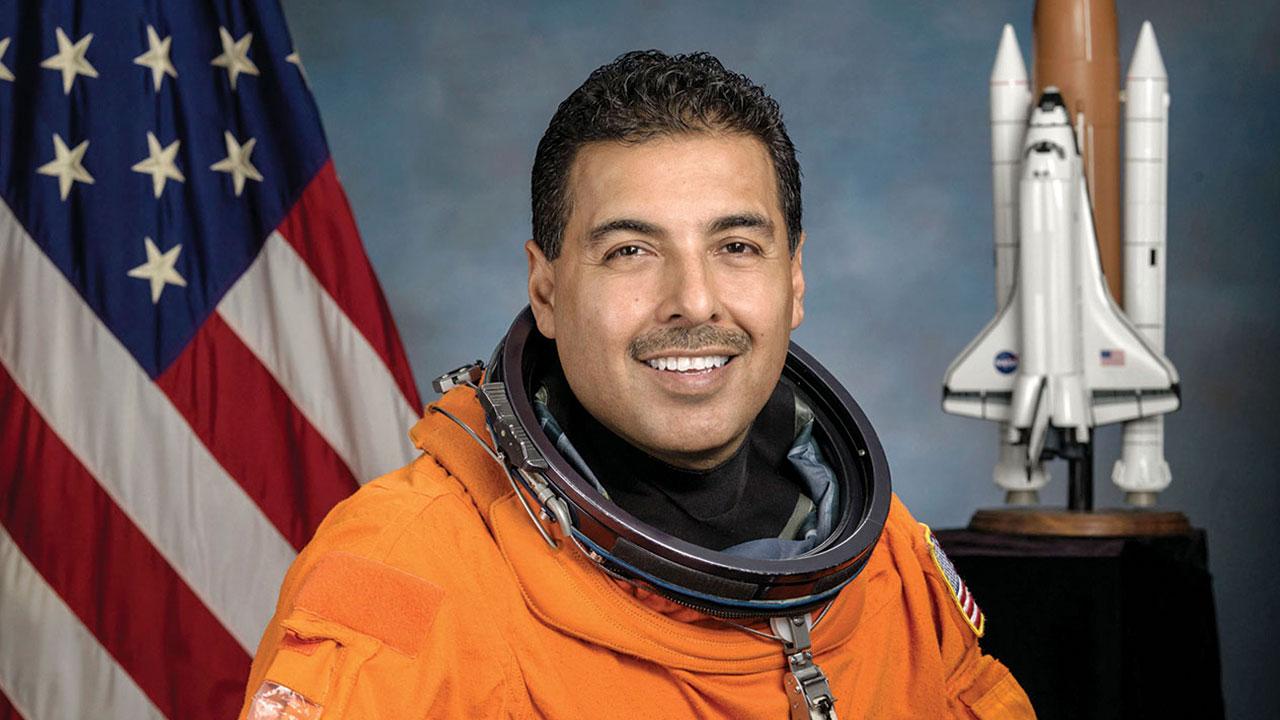 José Hernández: 'Los negocios espaciales no son capricho'