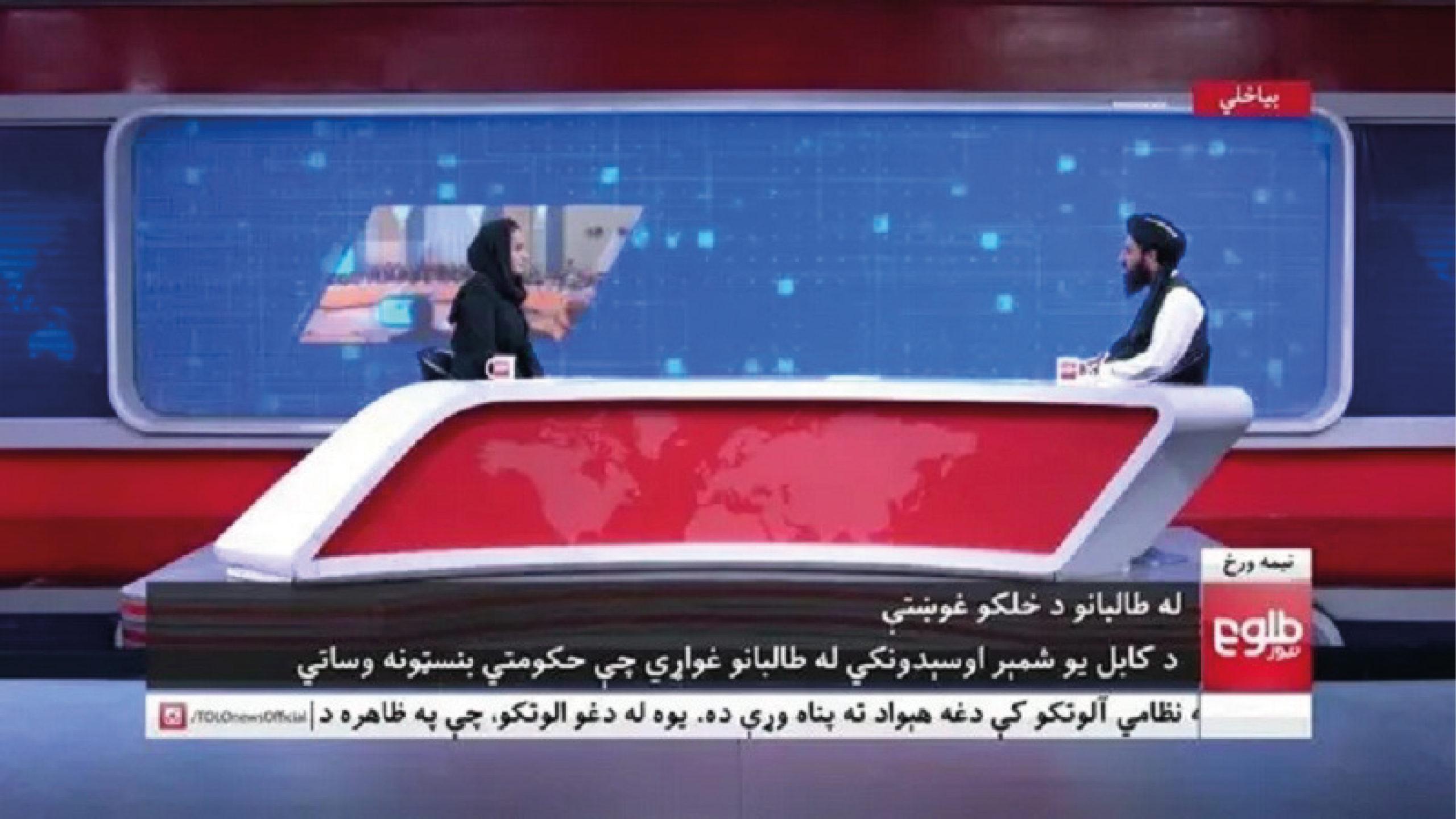Periodista afgana que entrevistó a líder talibán huyó de su país