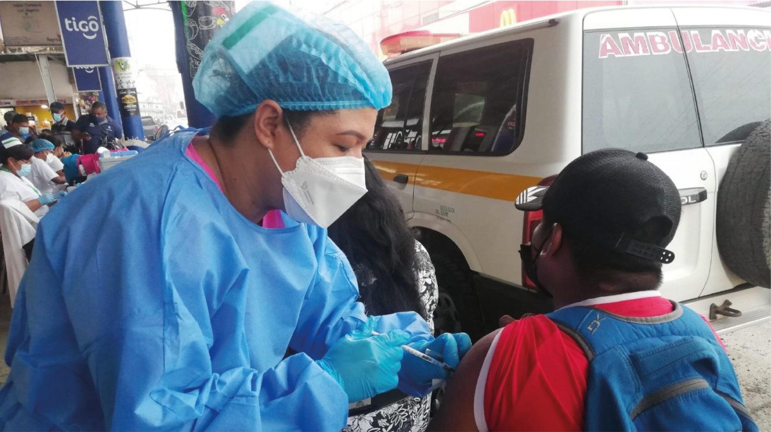 Panamá aplicará tercera dosis contra Covid-19 a personas vulnerables