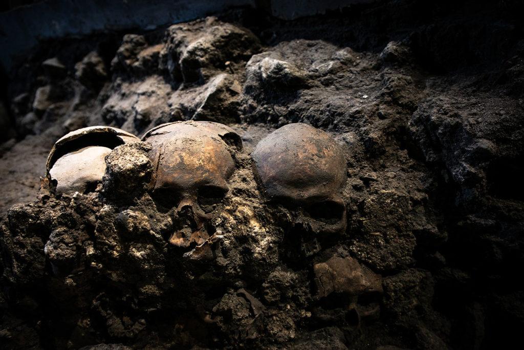 Ventanas arqueologicas Huei Tzompantli 2
