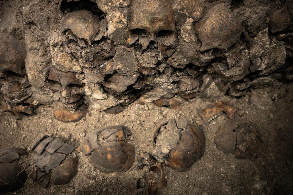 Ventanas arqueologicas Huei Tzompantli 7
